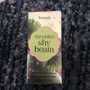 Benefit Costmetics Dandelion Shy Beam Highlighter